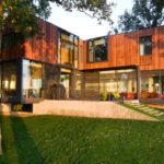 Casa Okoboji por Min|Day Architects, una casa con una espectacular vista al lago