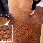 Construya un piso de mosaico a base de monedas de cobre