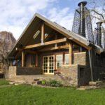 Exteriores de una Casa de Piedra con interiores de madera natural un llamamiento a los amantes de la naturaleza (7 imágenes)