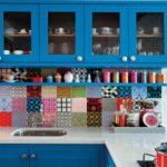 36 diseños de cocinas pequeñas y coloridas
