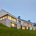 Esta casa de campo se encuentra en una colina en la bahía de Georgia en Canadá